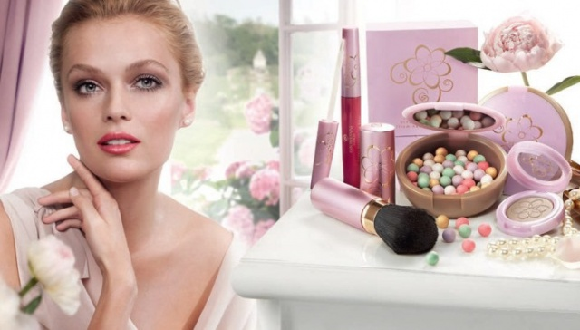 "Пудра в шариках ""Сладостные мечты"" Giordani Gold (Dreamy moments illuminating pearls) Macaron Dreams от Oriflame фото 1"