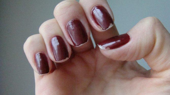 Блестки для ногтей держатся
