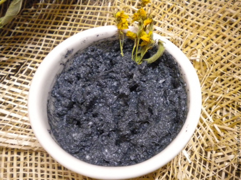 Маска с углём и чёрной глиной