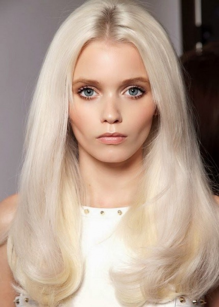 Какой цвет волос к серо зеленым глазам и смуглой коже