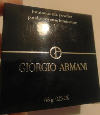 Компактная пудра для лица Luminous silk powder (оттенок № 4) от Armani фото 1