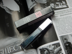 Блеск для губ Gelee d'Interdit Smoothing Gloss Balm Crystal Shine (оттенок № 02 Celestial Black) от Givenchy