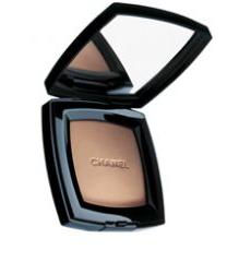 Компактная пудра с естественным эффектом Poudre Universelle Compacte от Chanel