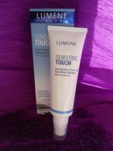 Дневной увлажняющий крем-гель для чувствительной кожи лица Sensitive Touch от Lumene