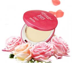Компактная пудра Scandal Rose and Vanilla BB pact от Skin79