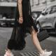 Какие платья носят с кроссовками?