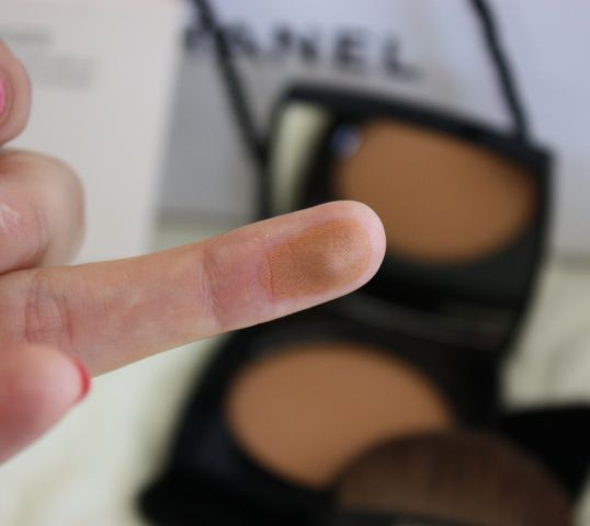 Пудра Les Beiges Healthy Glow Sheer Powder SPF 15/PA++ (оттенок № 40) от Chanel фото 3
