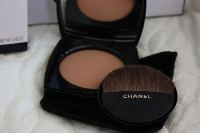 Пудра Les Beiges Healthy Glow Sheer Powder SPF 15/PA++ (оттенок № 40) от Chanel фото 1