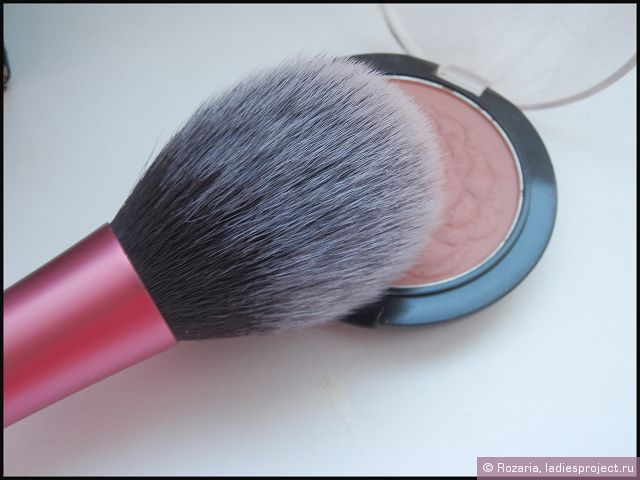 Кисть для румян Blush Brush от Real Techniques by Samantha Chapman фото 6
