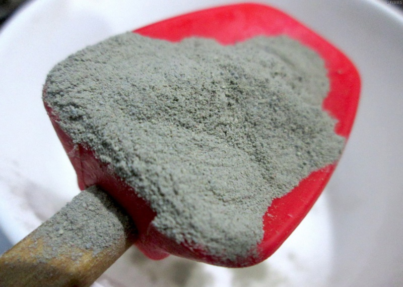 Маска с косметической глиной