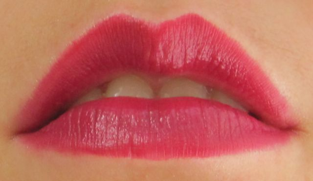 Помада Lasting Finish Lipstick №120 Cutting Edge от Rimmel фото 5