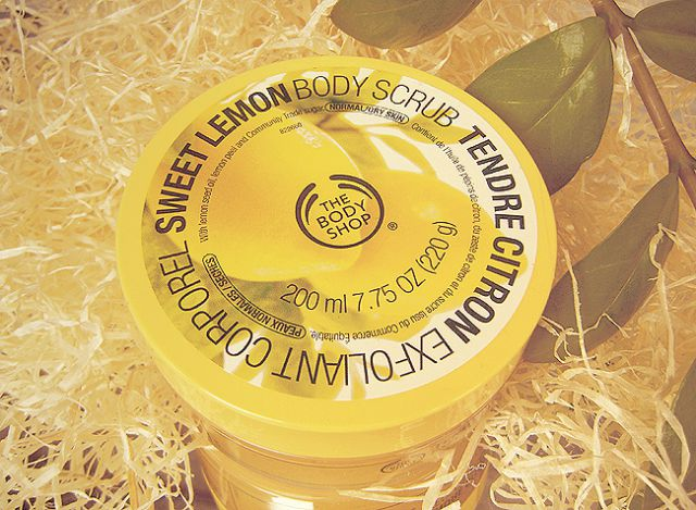 Скраб для тела «Sweet Lemon Body Scrub» от The Body Shop фото 1