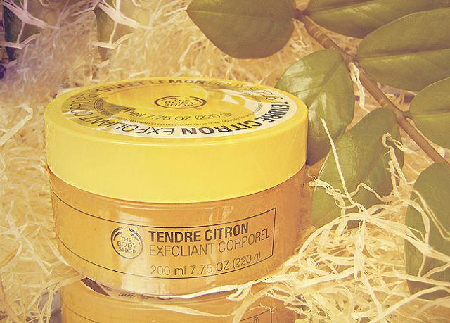 Скраб для тела «Sweet Lemon Body Scrub» от The Body Shop фото 2