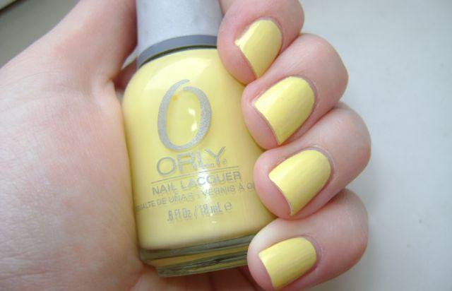 Лимонный цвет ногтей фото