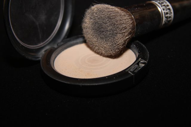 Пудра Mineralize Skinfinish Natural (оттенок Light) от MAC фото 3