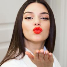 Лимитированный выпуск помады Estee Lauder Kendall Jenner Lipstick