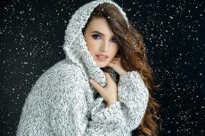 Чем зима опасна для волос