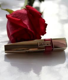 Атласный флюид для губ Shine Caresse (оттенок № 102 Romy) от L'Oreal