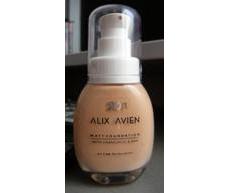 Тональный крем матирующий с экстрактом ромашки от Alix Avien