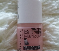 Лак для ногтей Brit manicure (оттенок № 445 English rose) от Rimmel