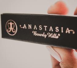 Карандаш для бровей Brow Wiz (оттенок Brunette - Dark brown) от Anastasia Beverly Hills