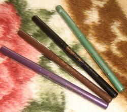Стойкий карандаш для век от Essense