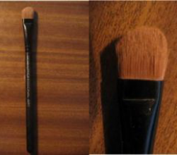 Кисть для теней Eye shadow brush flat XL от Gosh