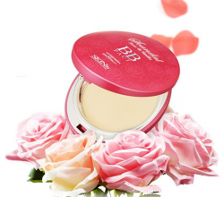 Компактная пудра Scandal Rose and Vanilla BB pact от Skin79