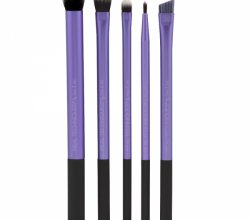 На лице это повод приобрести новый карандаш, косметический набор, специальную щеточку.