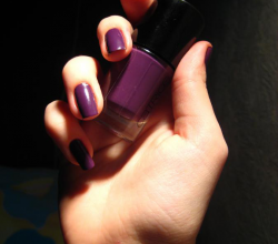 Лак для ногтей Ultimate Nail LACQUER (оттенок 120 Plum Play With Me) от Catrice