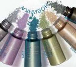 Блестящие рассыпчатые тени для век с точным аппликатором от Avon