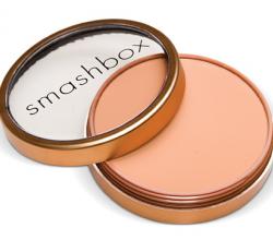 Компактная пудра с эффектом загара Bronze Lights (оттенок Sunkissed matte) от Smashbox
