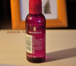 Спрей-блеск для защиты волос Poker Straight Flat Iron Protection Shine Mist от Lee Stafford