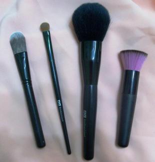 Кисти для макияжа от Lumiere и Рив Гош professional