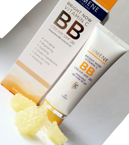 Придающий сияние и выравнивающий тон кожи BB крем Bright Now Vitamin C SPF 20 от Lumene
