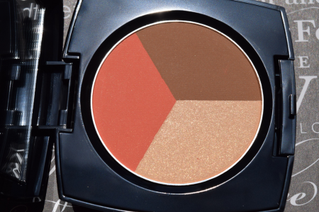 Палитра для макияжа лица: румяна, пудра-хайлайтер, пудра-бронзер Blush & Bronze trio от Avon