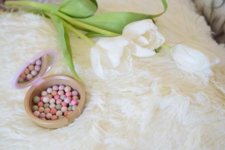 "Пудра в шариках ""Сладостные мечты"" Giordani Gold (Dreamy moments illuminating pearls) Macaron Dreams от Oriflame"