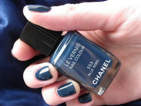 Лак для ногтей Le Vernis nail colour (оттенок № 553 Blue Rebel) от Chanel