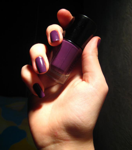 Лак для ногтей Ultimate Nail LACQUER (оттенок 120 Plum Play With Me) от Catrice