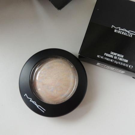 Пудра-хайлайтер Mineralize Skinfinish Lightscapade от MAC