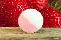 Клубнично-молочный шар для ванны от Stenders